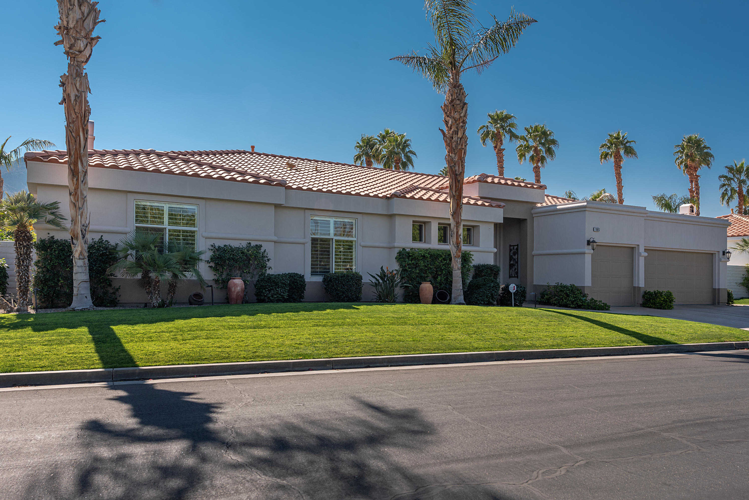 $899,000 - 4Br/3Ba -  for Sale in Indian Wells Country Club, Indian Wells