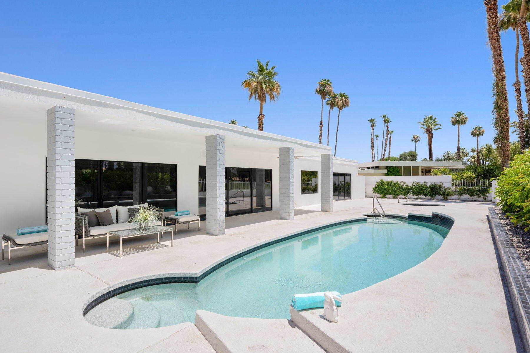 $1,425,000 - 4Br/4Ba -  for Sale in Thunderbird Country Club, Rancho Mirage