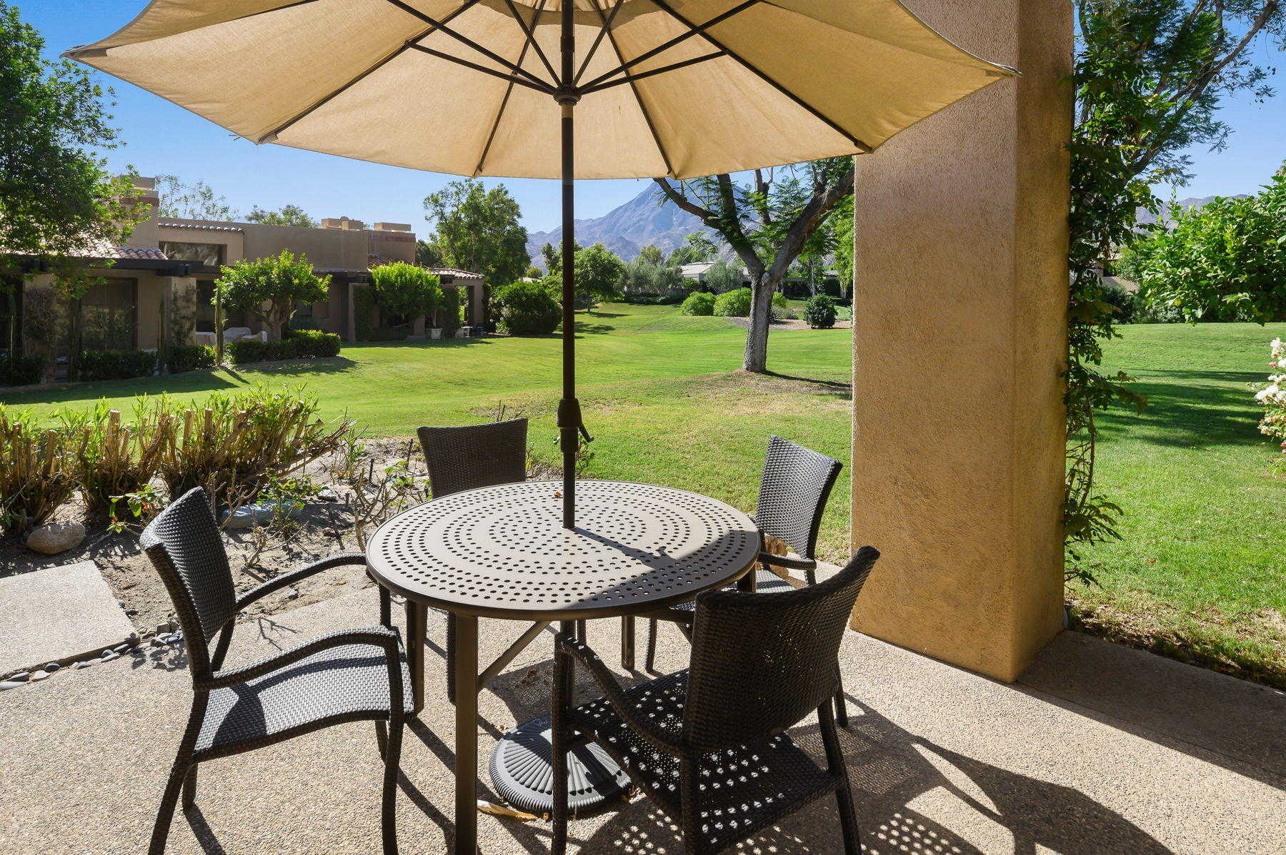 $750,000 - 2Br/3Ba -  for Sale in Vintage Country Club, Indian Wells