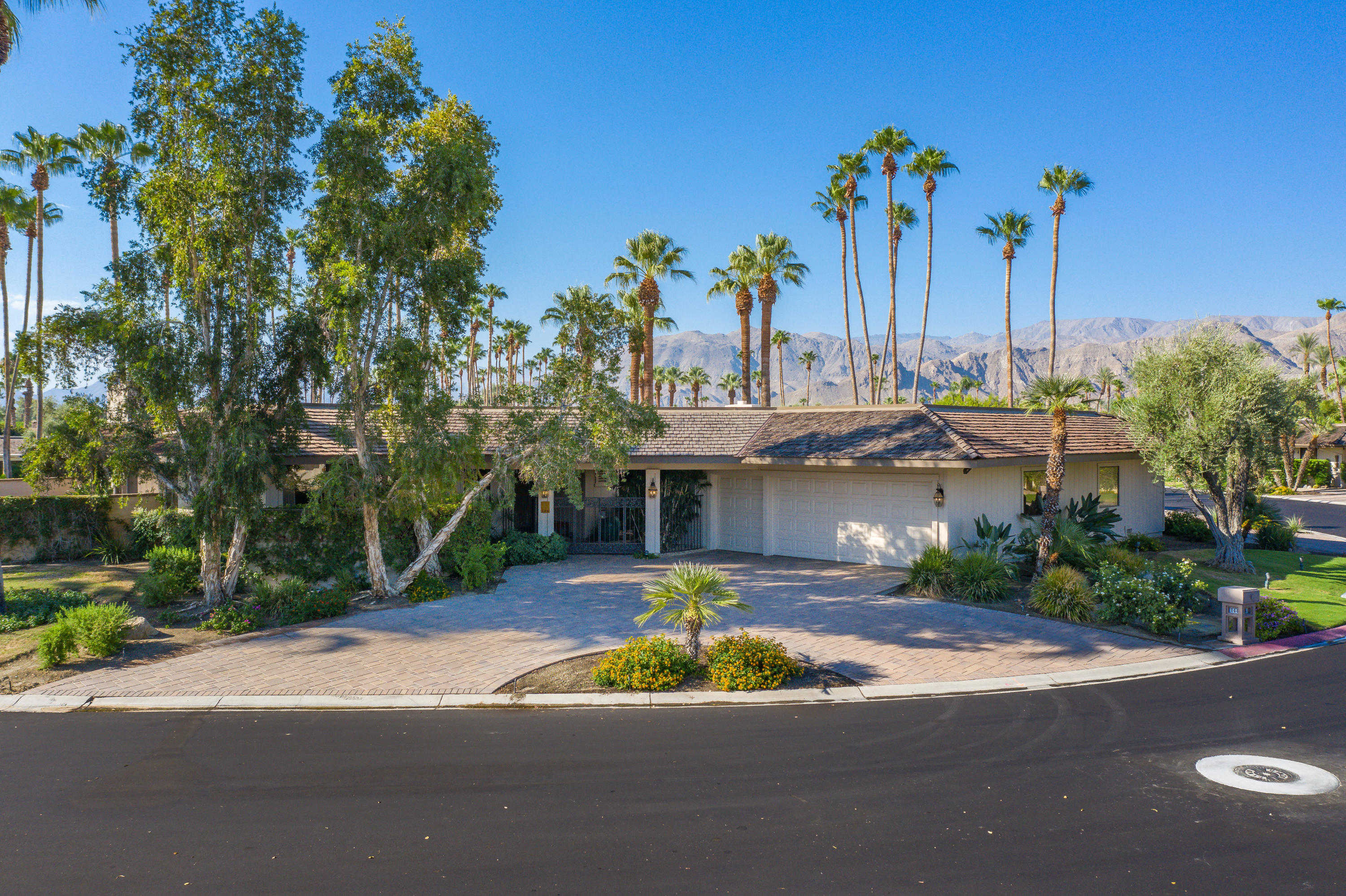 $769,000 - 3Br/3Ba -  for Sale in The Springs Country Club, Rancho Mirage