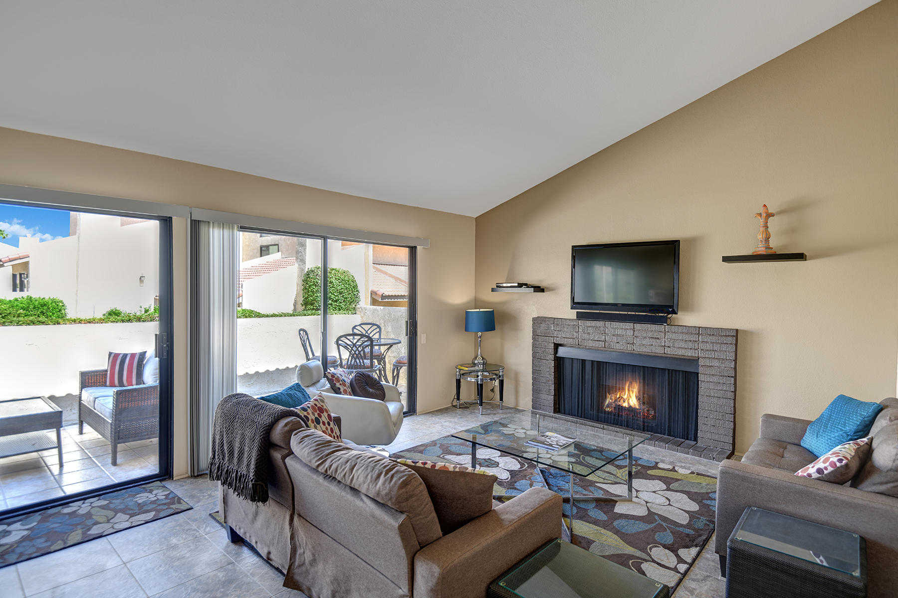 $375,000 - 3Br/3Ba -  for Sale in Canyon Villas, Palm Springs