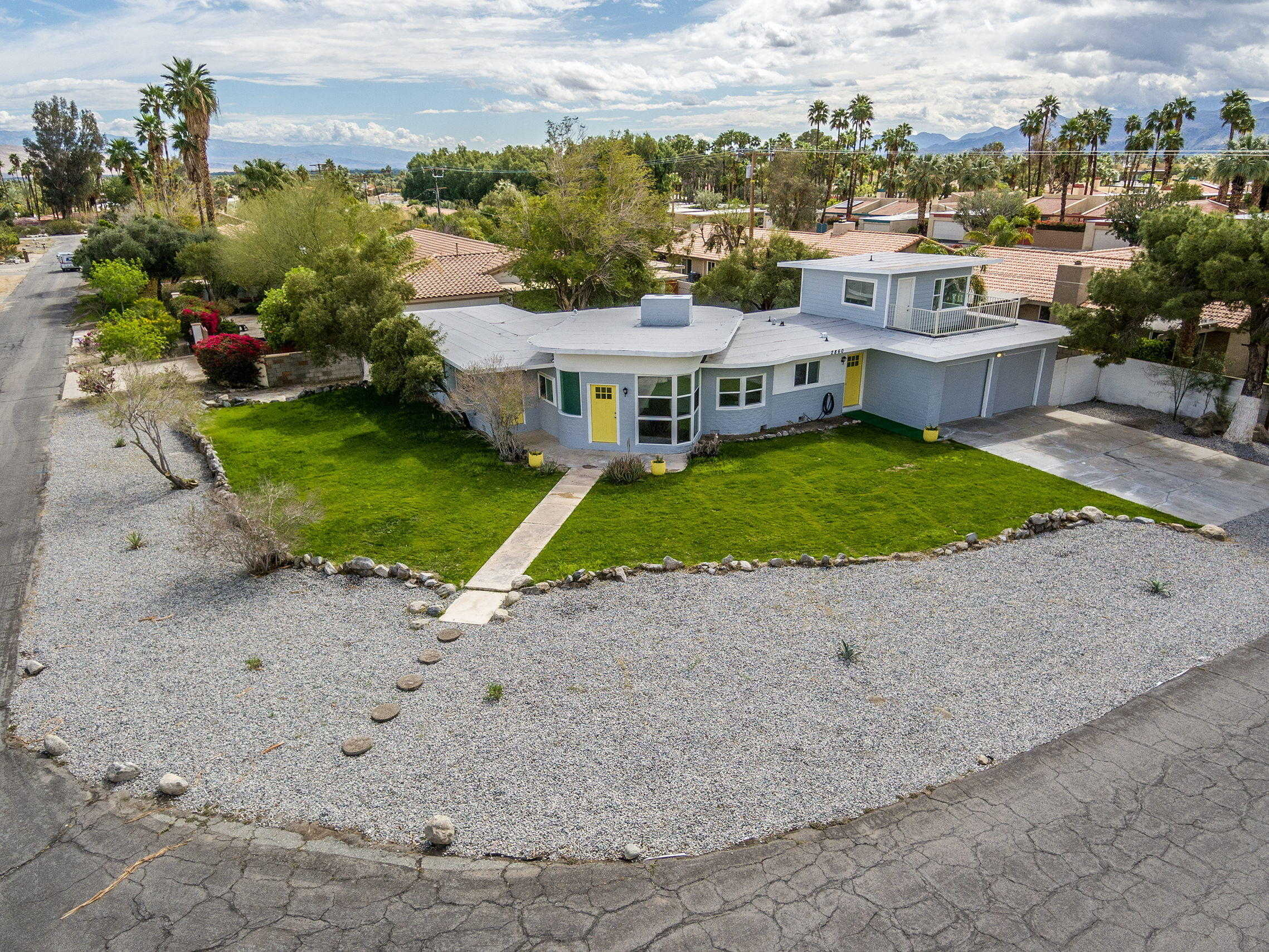 $648,500 - 3Br/3Ba -  for Sale in Racquet Club West, Palm Springs