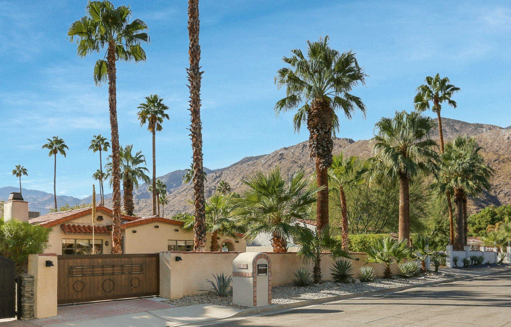 $1,049,000 - 3Br/3Ba -  for Sale in Tahquitz River Estates, Palm Springs