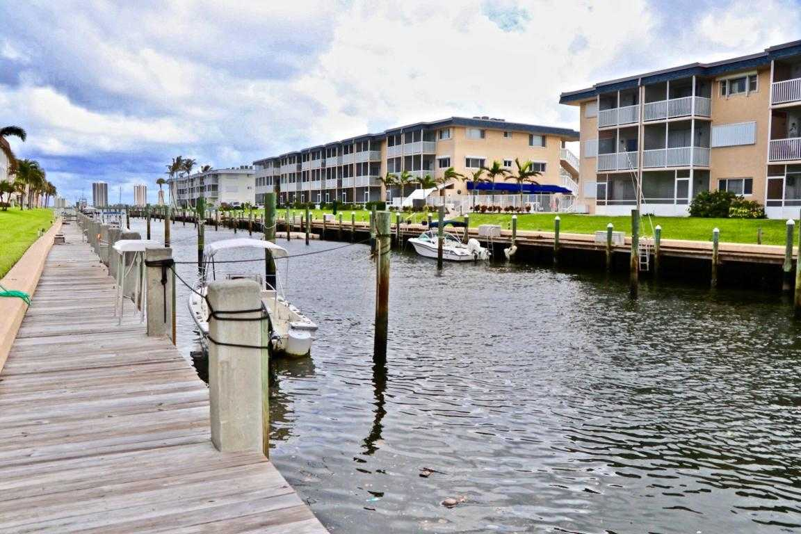 $168,500 - 1Br/1Ba - for Sale in Hampton House Condo, North Palm Beach