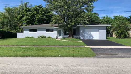 $479,900 - 4Br/2Ba -  for Sale in Boulevard Heights, Pembroke Pines