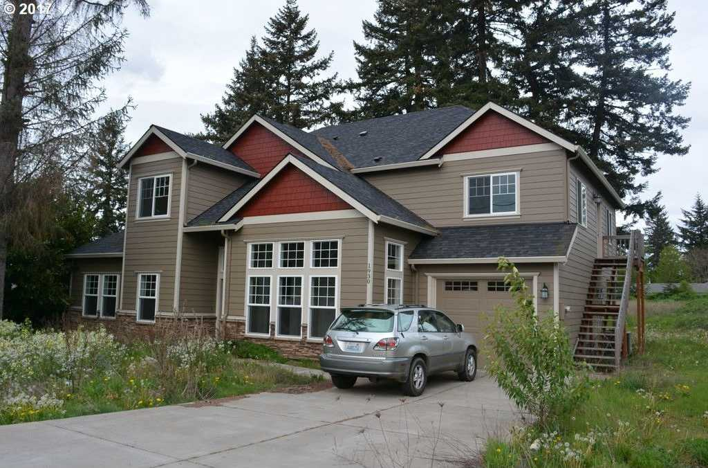 $999,999 - 9Br/5Ba -  for Sale in Portland