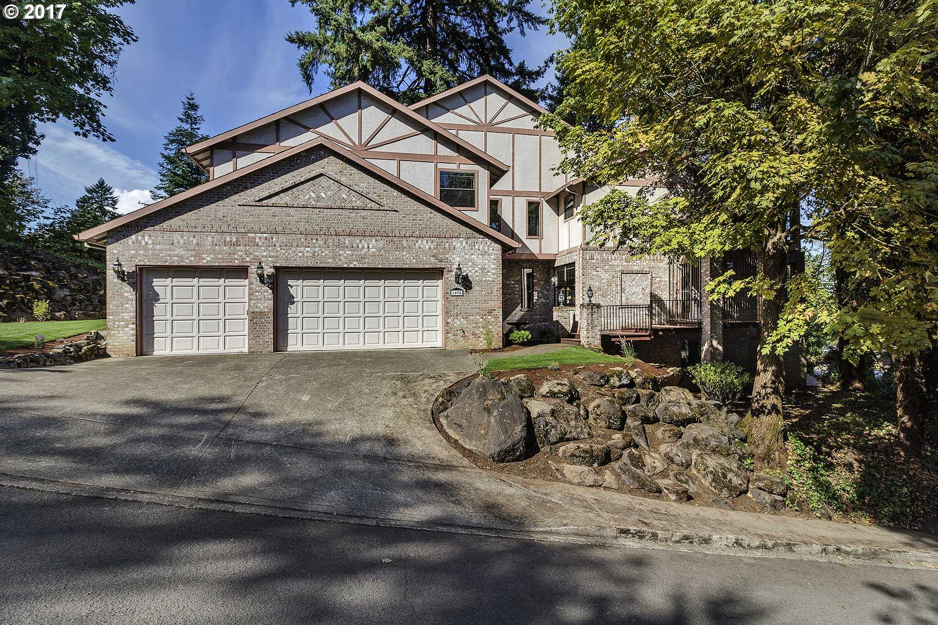 $599,900 - 4Br/4Ba -  for Sale in Milwaukie