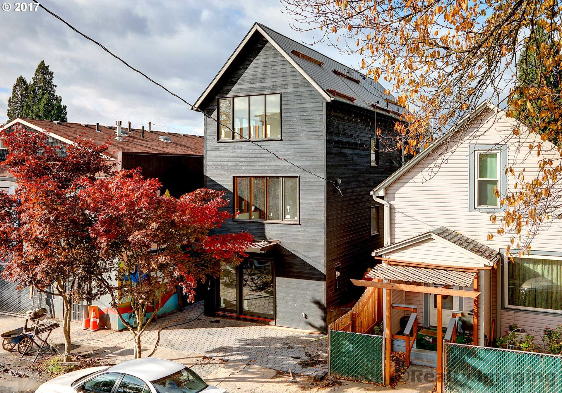 $899,000 - 3Br/3Ba -  for Sale in Portland