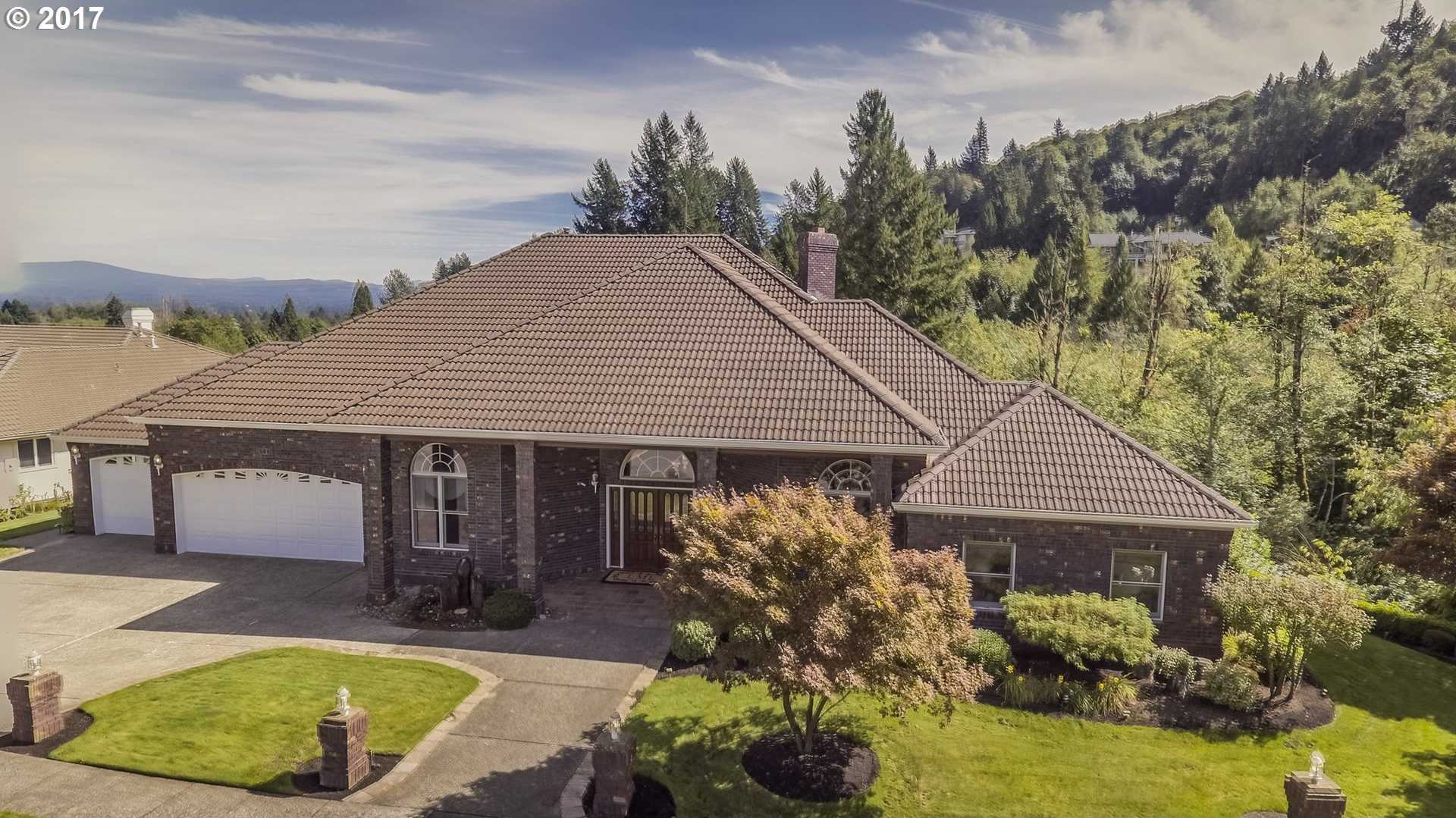 $899,900 - 4Br/5Ba -  for Sale in Persimmon Country Club, Gresham
