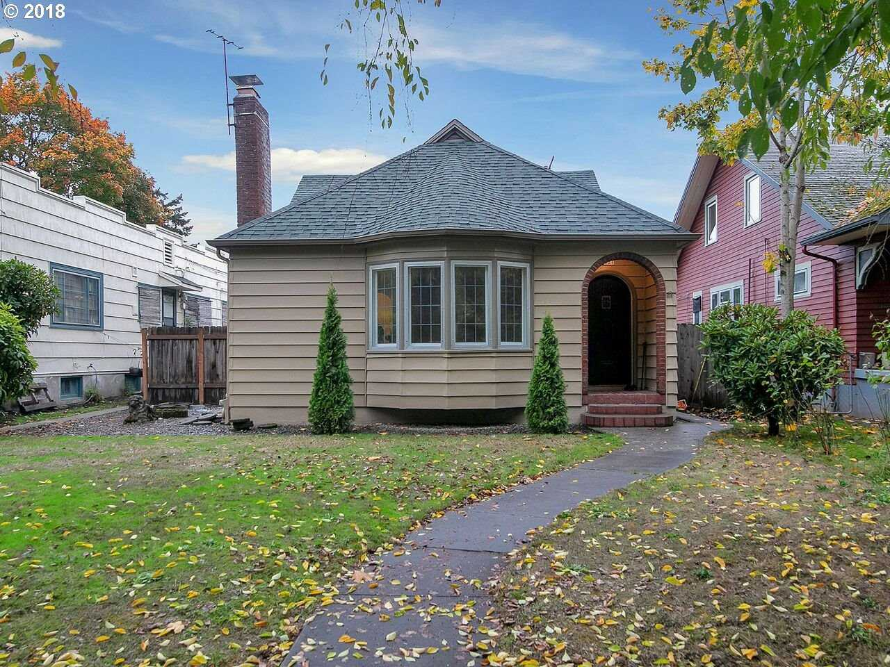 $699,950 - 3Br/2Ba -  for Sale in Ladd's Addition, Portland