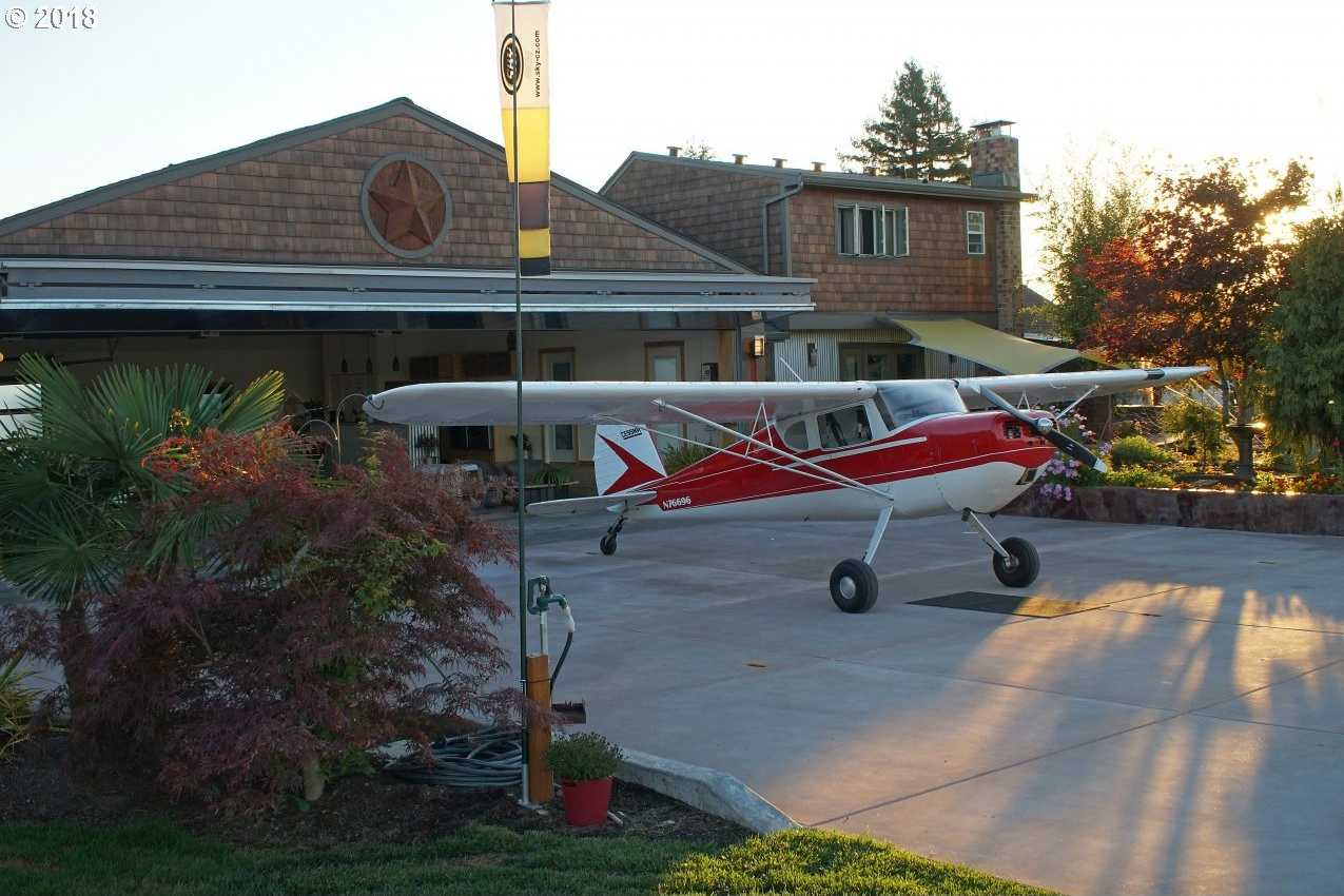 $996,000 - 4Br/3Ba -  for Sale in Hillsboro