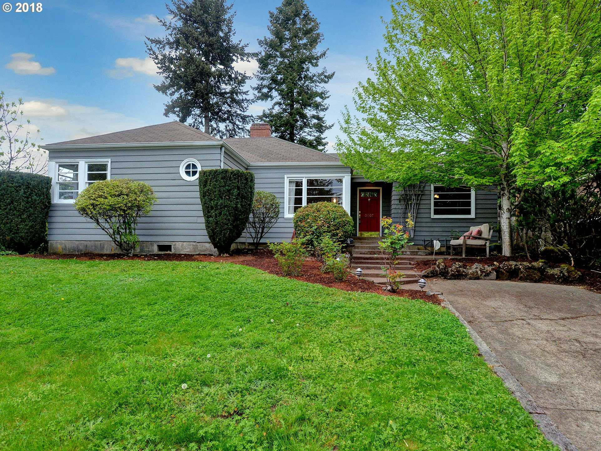 $500,000 - 3Br/4Ba -  for Sale in Hillsdale, Portland