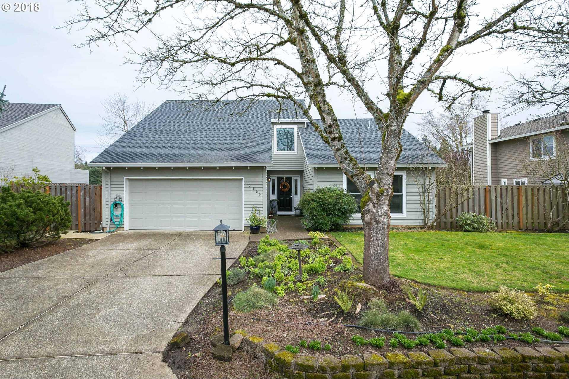 $549,000 - 4Br/3Ba -  for Sale in Charbonneau, Wilsonville