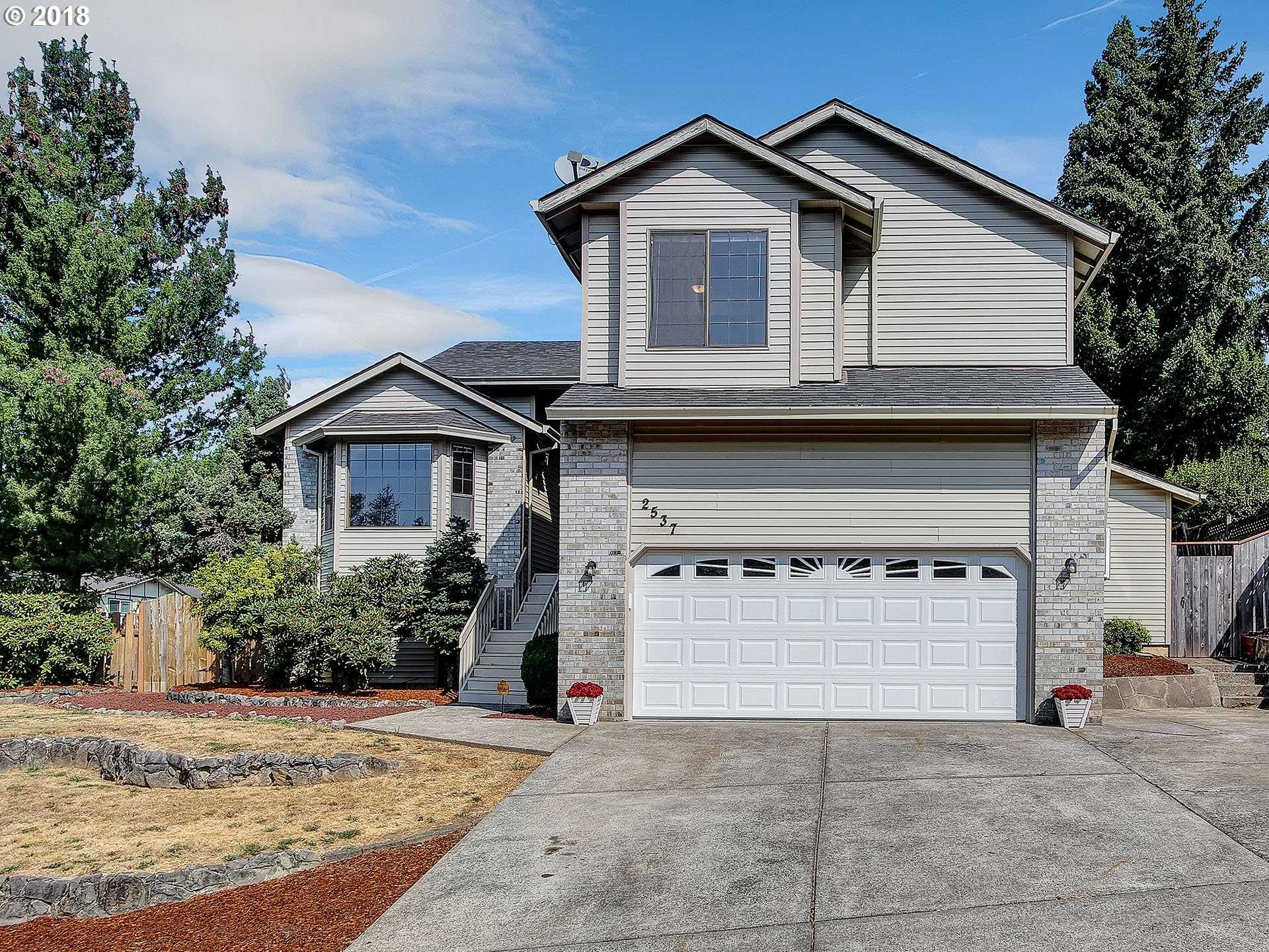 $369,900 - 3Br/3Ba -  for Sale in Gresham - Southwest, Gresham