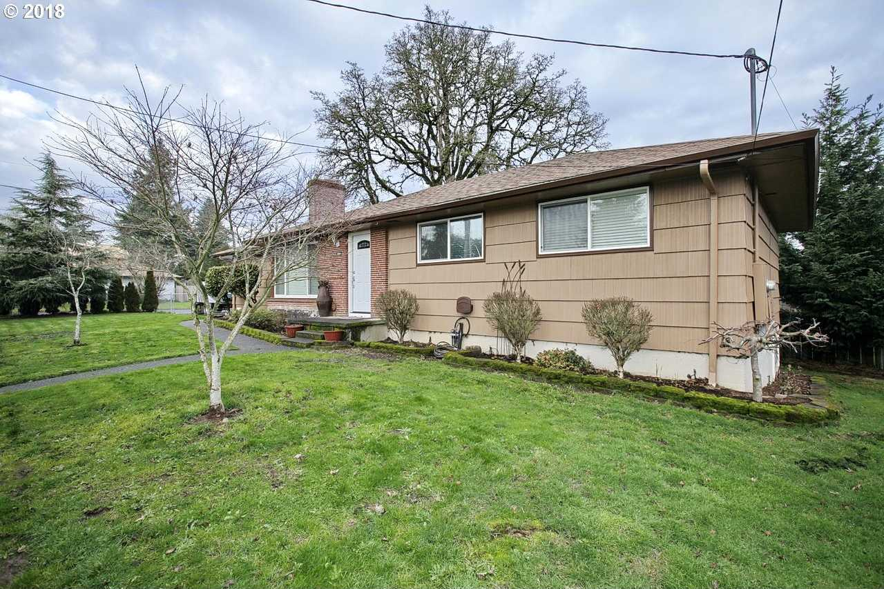 $369,900 - 4Br/1Ba -  for Sale in Milwaukie