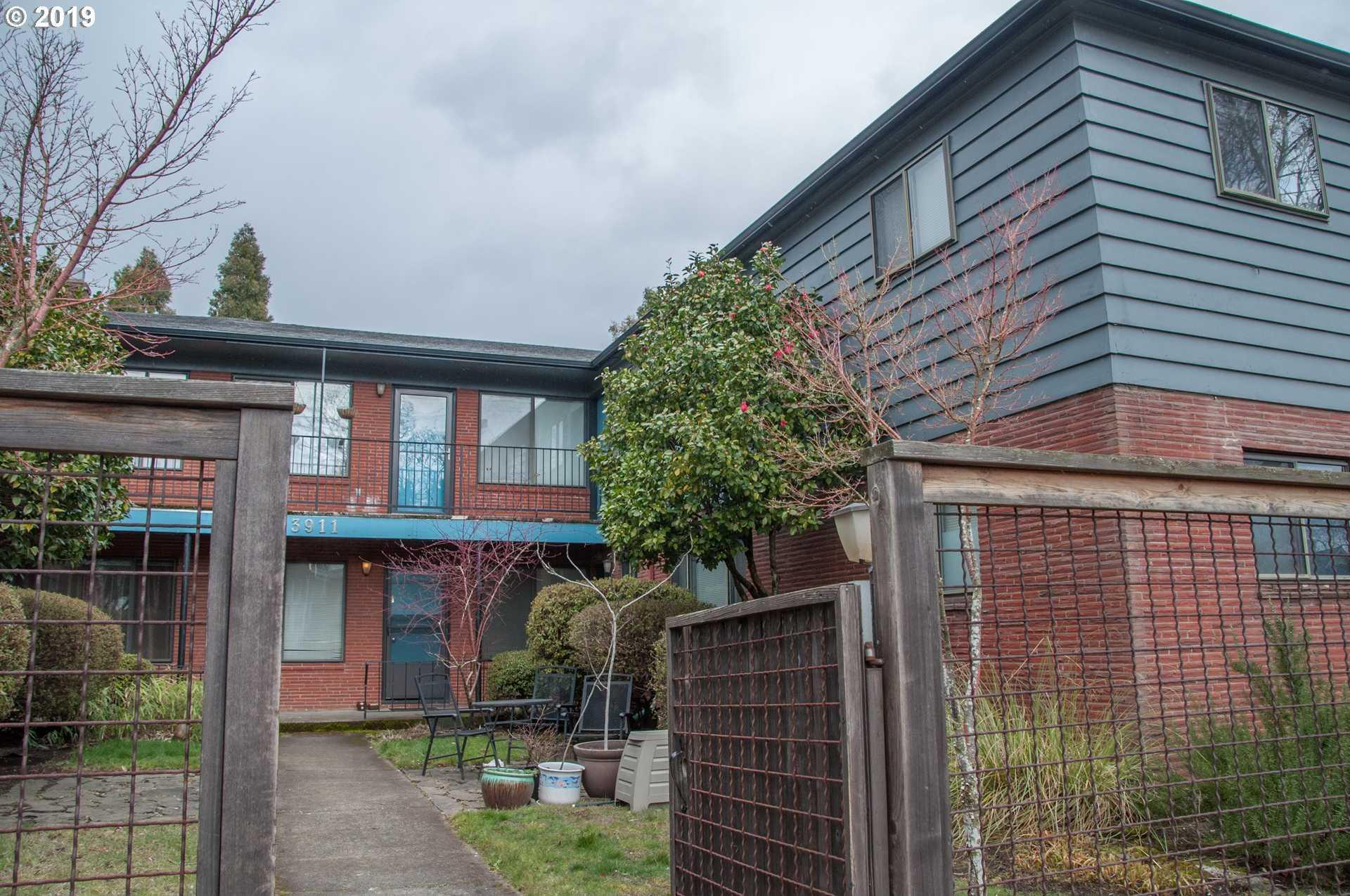 $249,900 - 2Br/1Ba -  for Sale in Concordia/ Vincent Court Condo, Portland