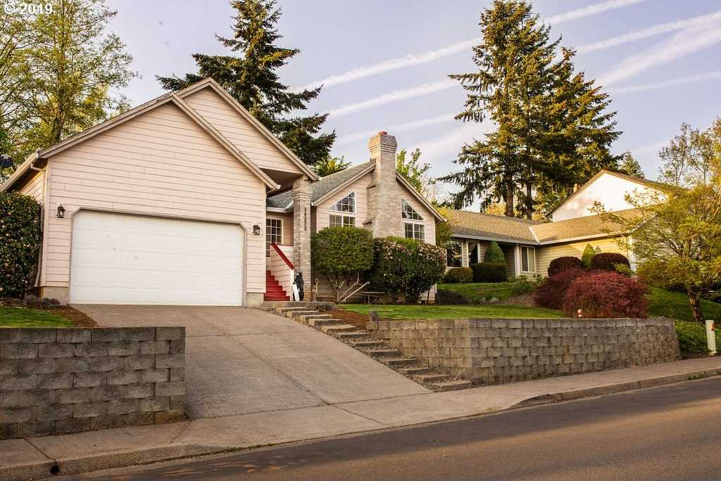 $399,550 - 3Br/2Ba -  for Sale in Sandy