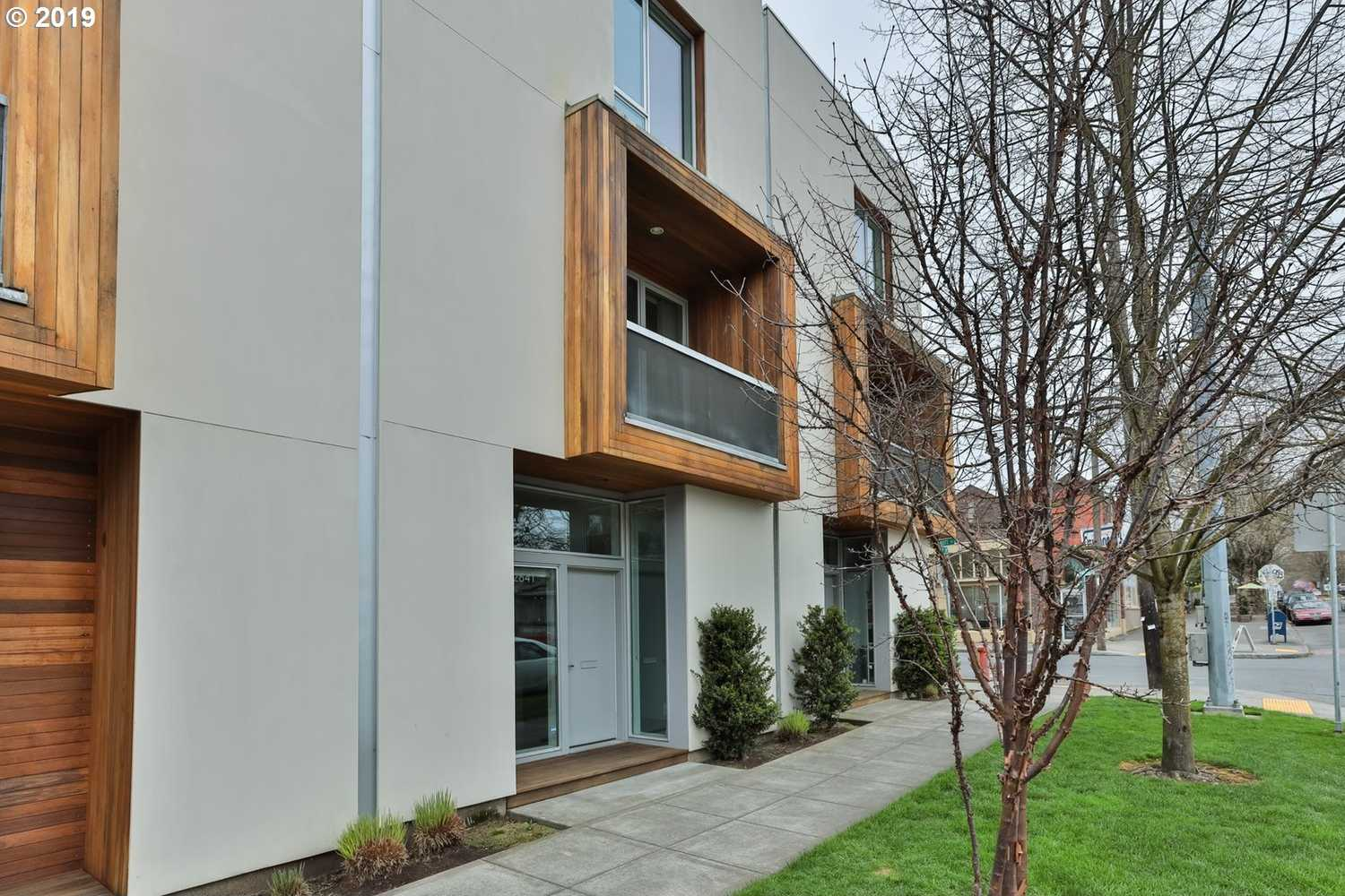 $500,000 - 2Br/3Ba -  for Sale in Portland