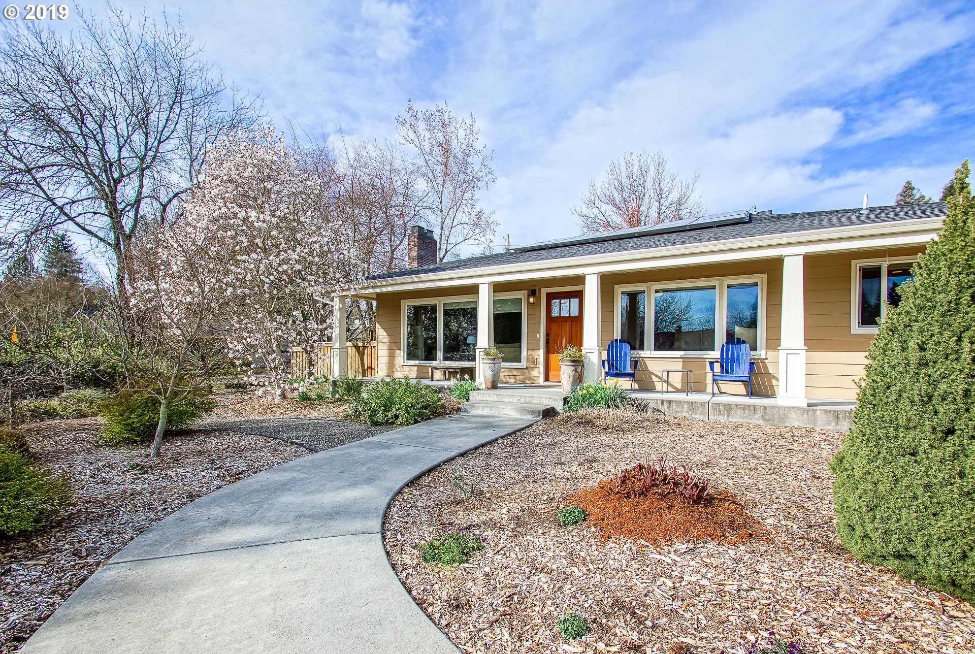 $675,000 - 3Br/2Ba -  for Sale in West Slope/raleigh Hills, Portland
