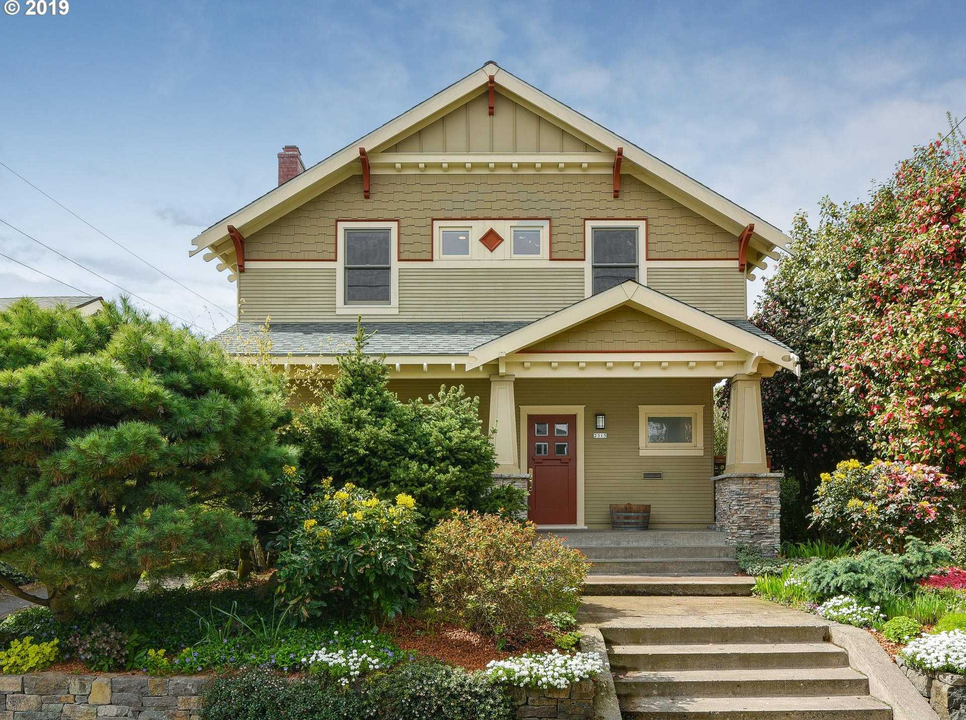 $1,100,000 - 4Br/3Ba -  for Sale in Grant Park / Hollywood, Portland