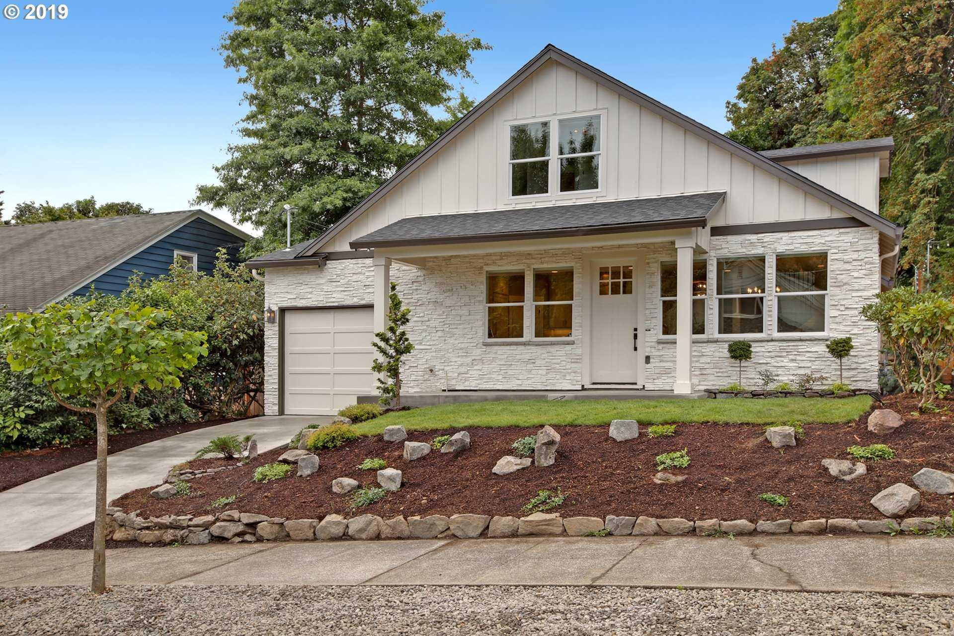 $839,000 - 4Br/3Ba -  for Sale in John's Landing, Portland