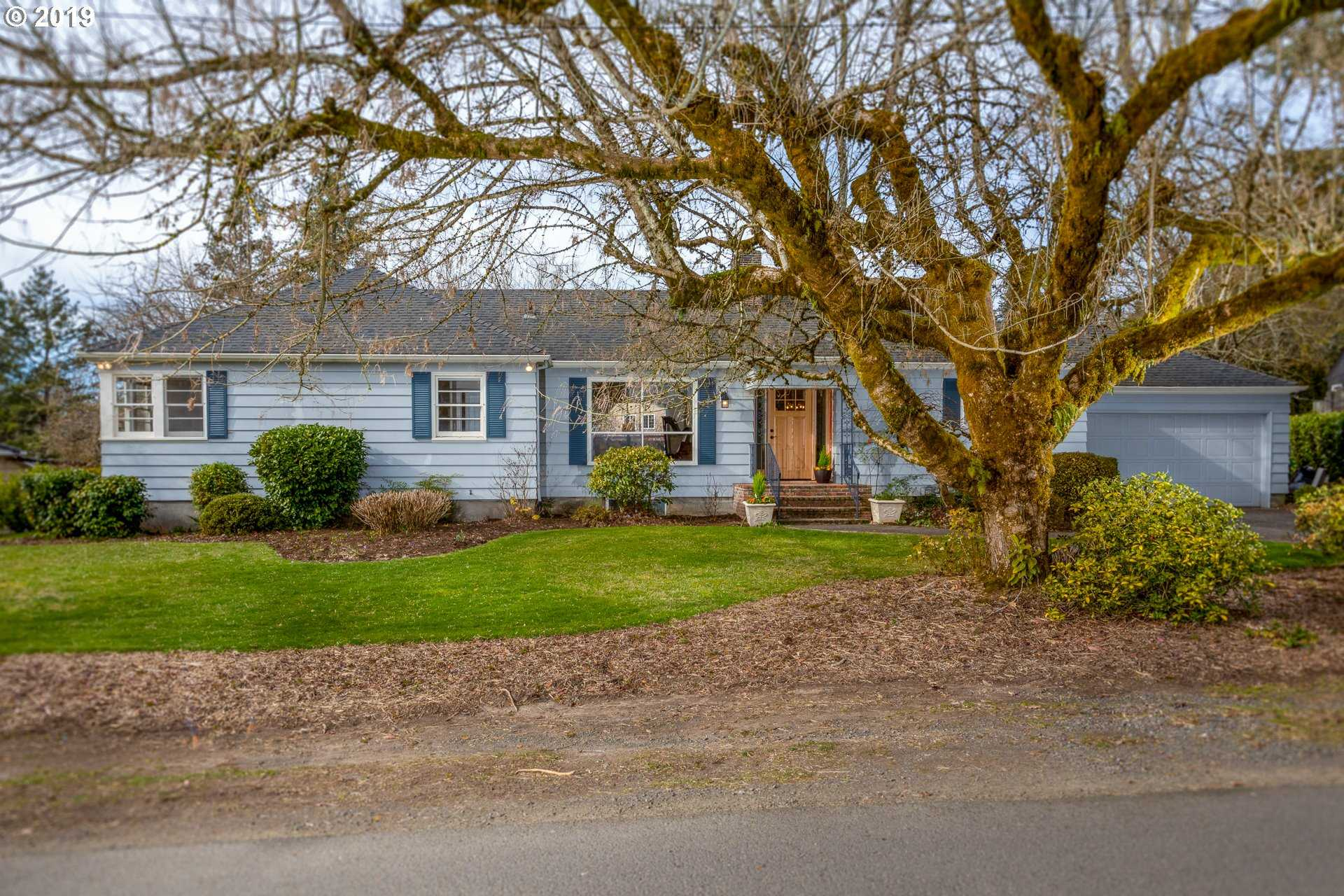 $750,000 - 3Br/3Ba -  for Sale in Multnomah Country Club, Portland