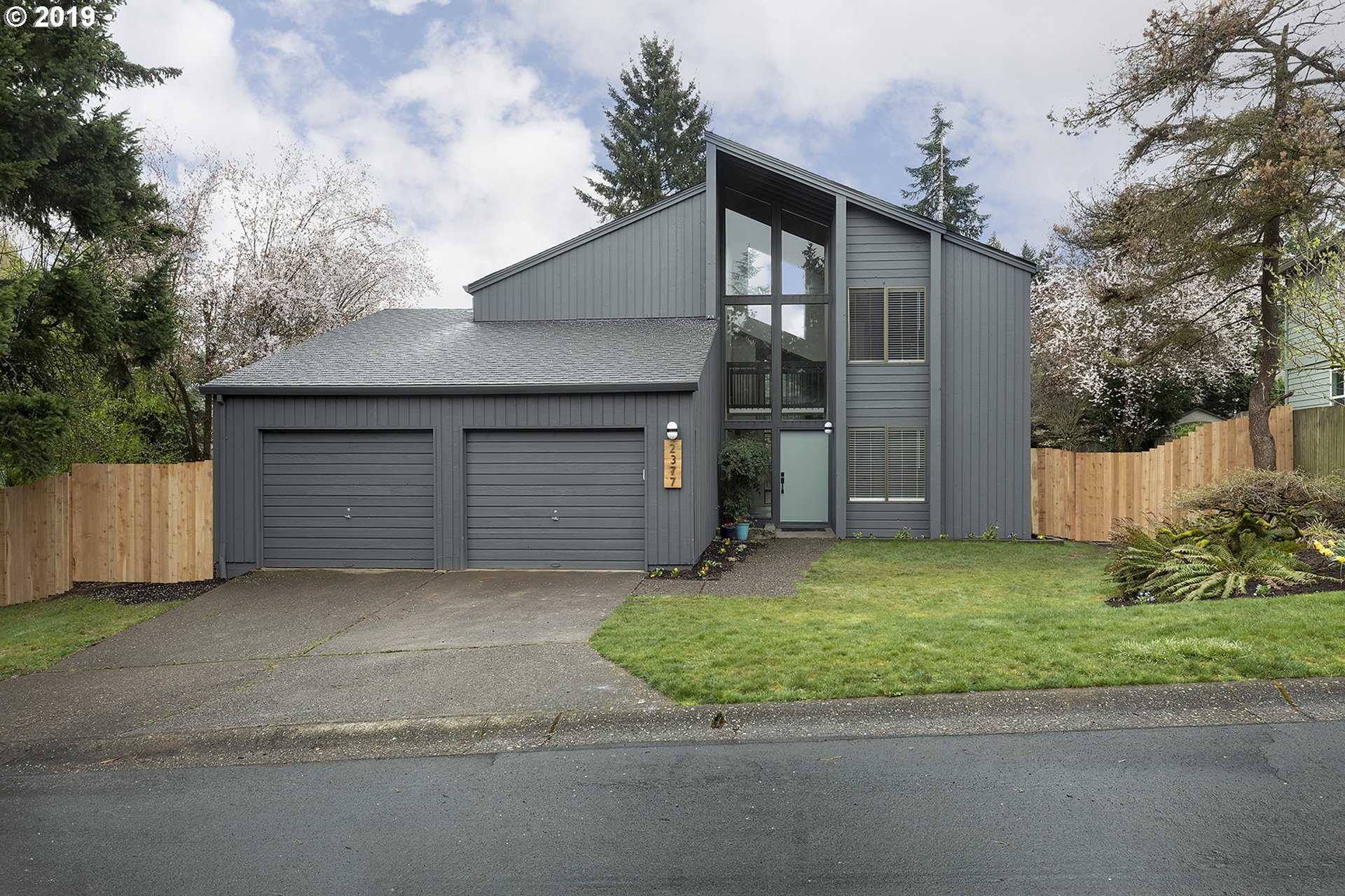 $579,900 - 4Br/3Ba -  for Sale in West Linn