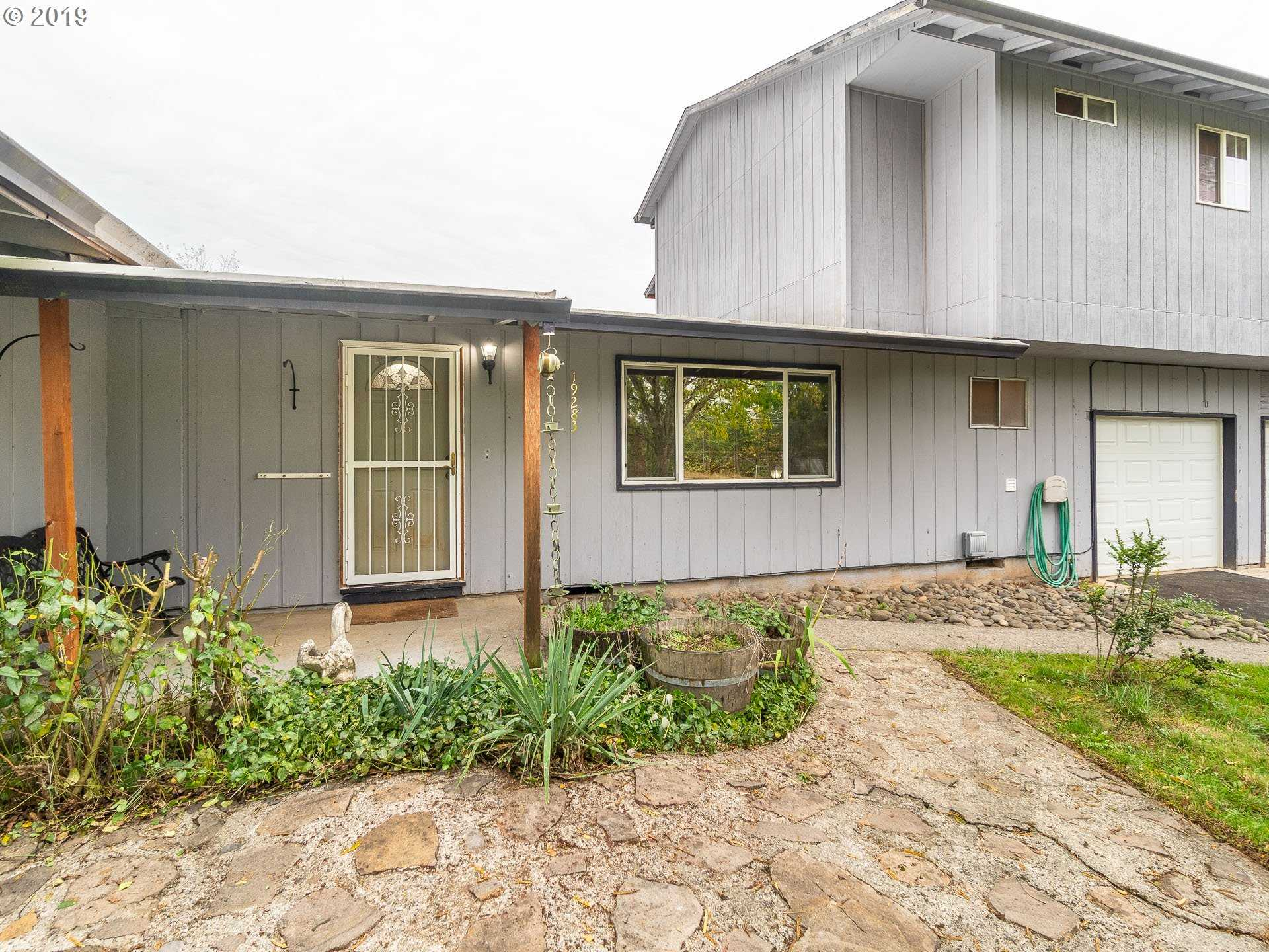 $499,500 - 4Br/3Ba -  for Sale in Damascus