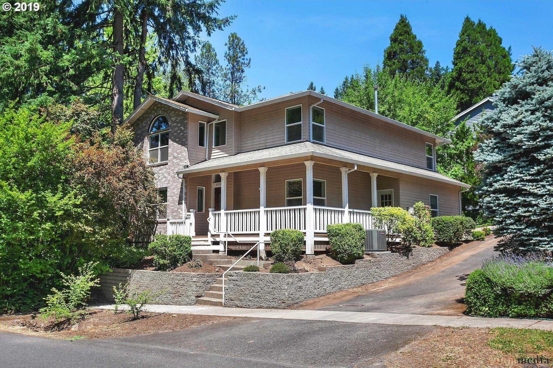$540,000 - 4Br/3Ba -  for Sale in Portland