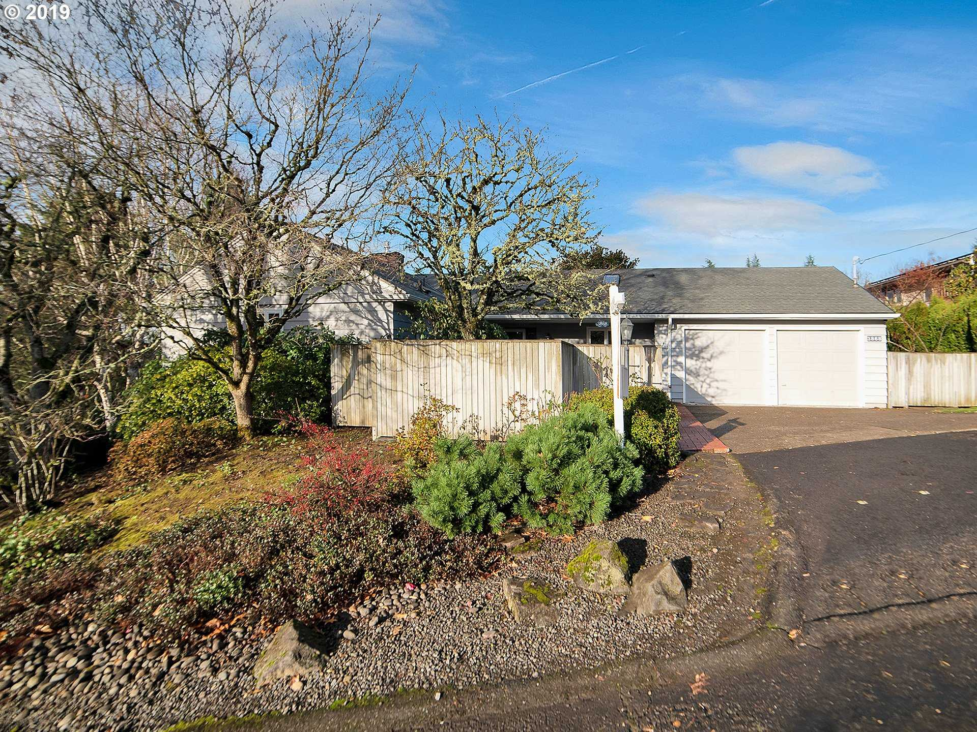 $610,000 - 4Br/2Ba - for Sale in Bridlemile, Portland