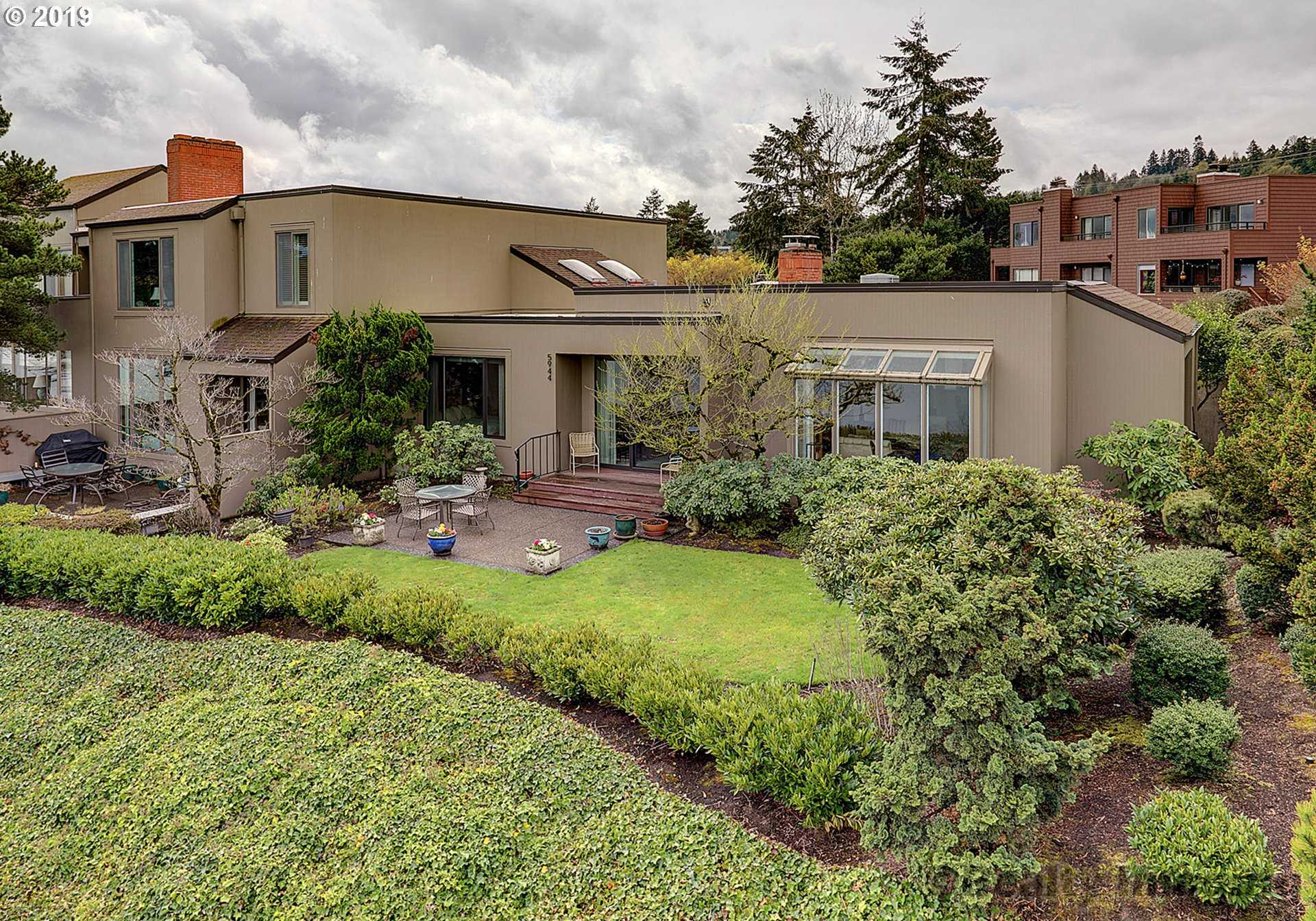 $1,270,000 - 2Br/3Ba -  for Sale in John's Landing, Portland