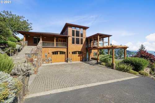 $2,500,000 - 4Br/3Ba -  for Sale in Garibaldi