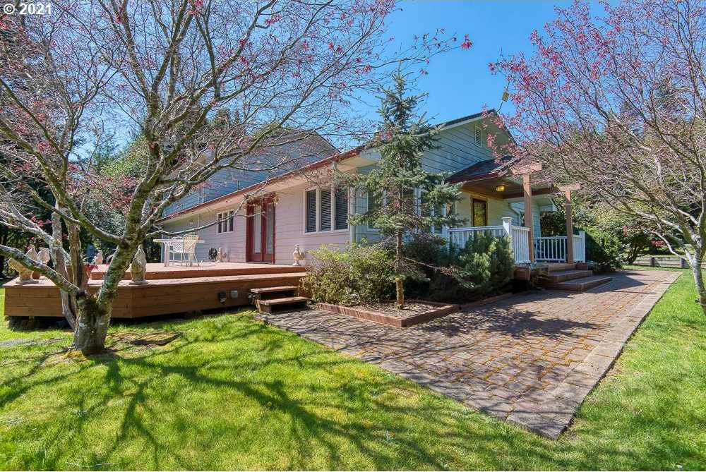 $975,000 - 4Br/3Ba -  for Sale in Coos Bay