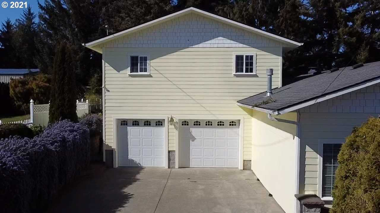 $529,000 - 4Br/3Ba -  for Sale in Coos Bay