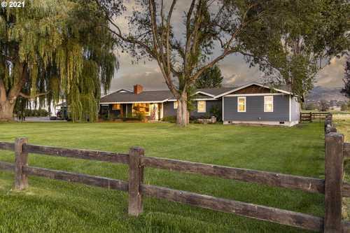 $2,499,000 - 3Br/3Ba -  for Sale in Powell Butte, Powell Butte