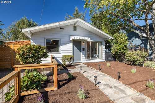 $424,900 - 3Br/1Ba -  for Sale in Foster Powell, Portland