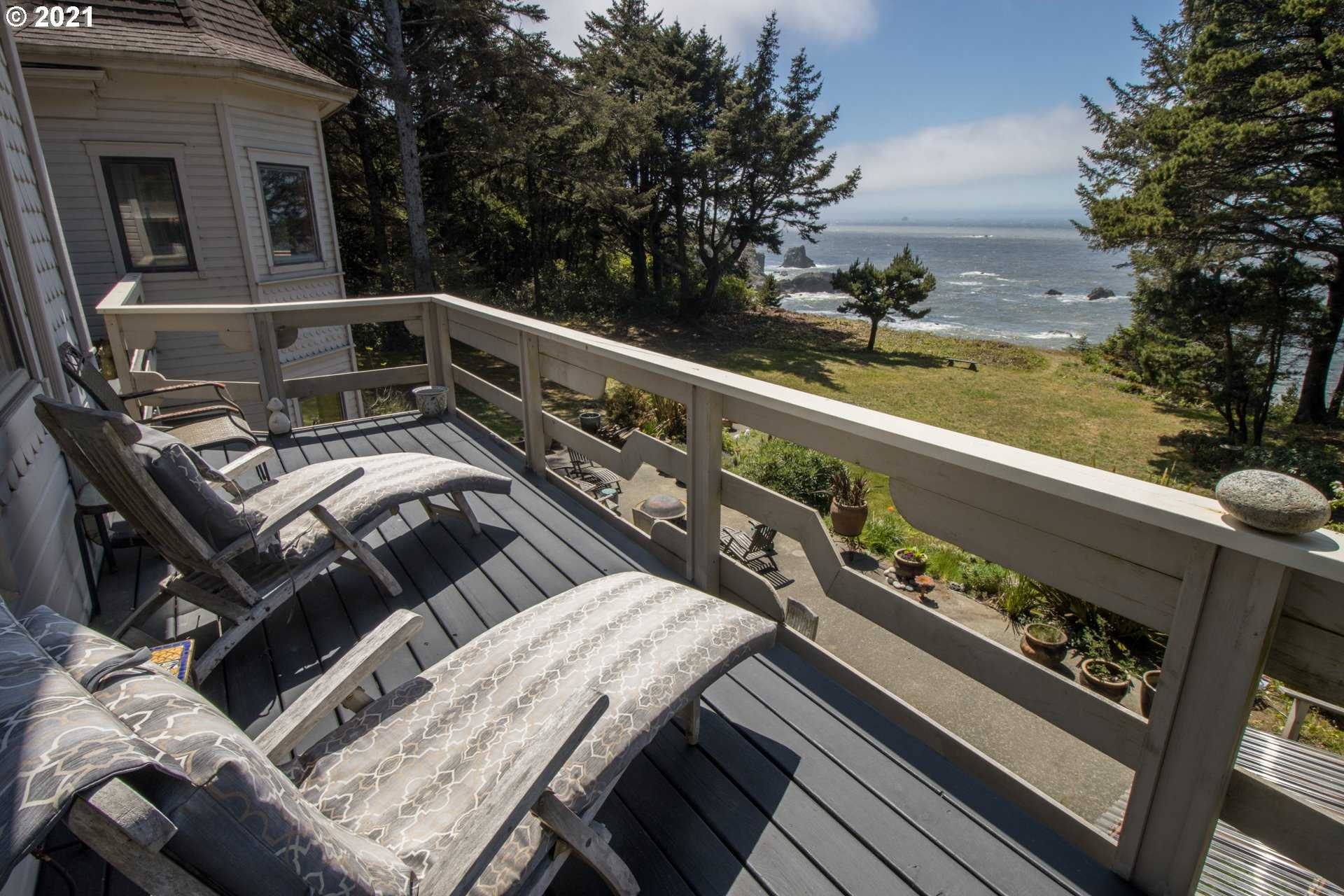$1,850,000 - 3Br/4Ba -  for Sale in Gold Beach
