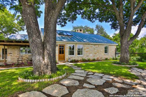 $1,040,000 - 4Br/3Ba -  for Sale in Cibolo Oaks Landing, Boerne