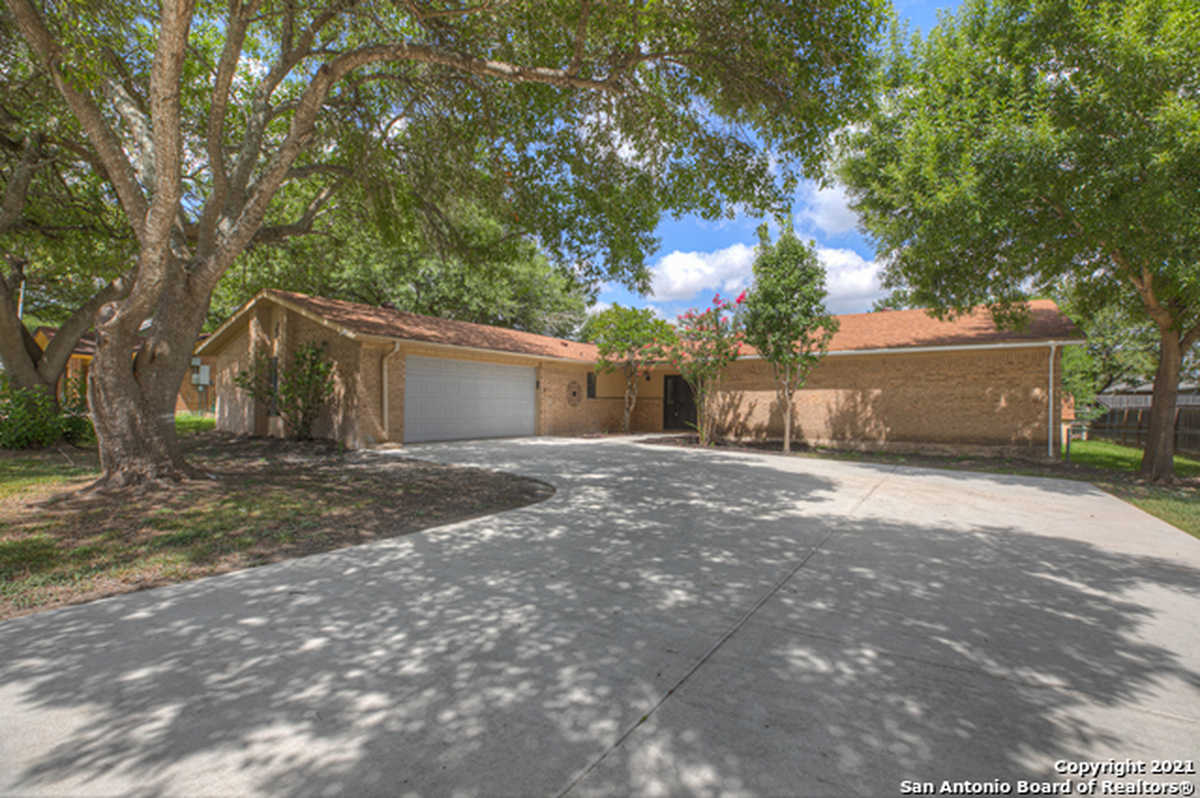 $320,000 - 4Br/3Ba -  for Sale in Green Meadows-comal, New Braunfels