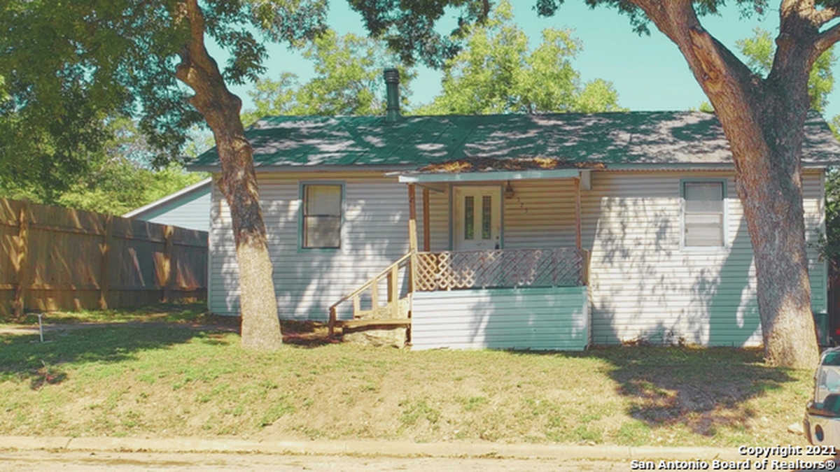$310,000 - 3Br/2Ba -  for Sale in City Block 5035, New Braunfels