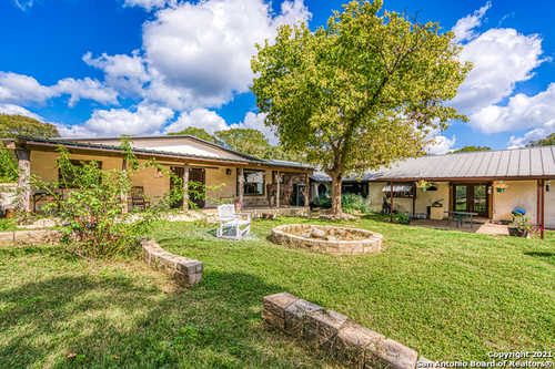 $1,400,000 - 6Br/4Ba -  for Sale in None, Boerne