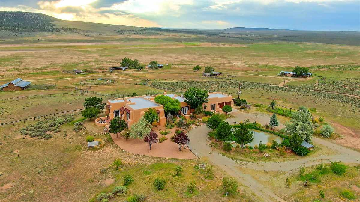 $2,750,000 - 12Br/12Ba -  for Sale in Taos