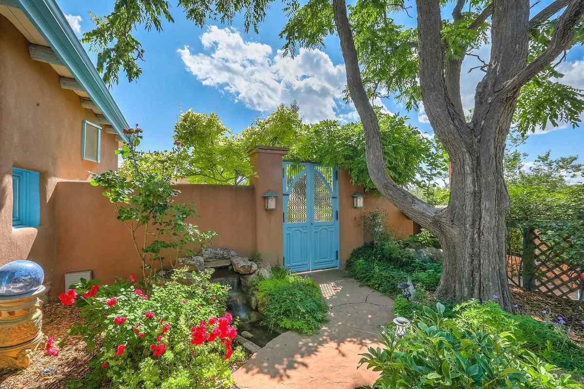 $2,100,000 - 7Br/4Ba -  for Sale in Santa Fe