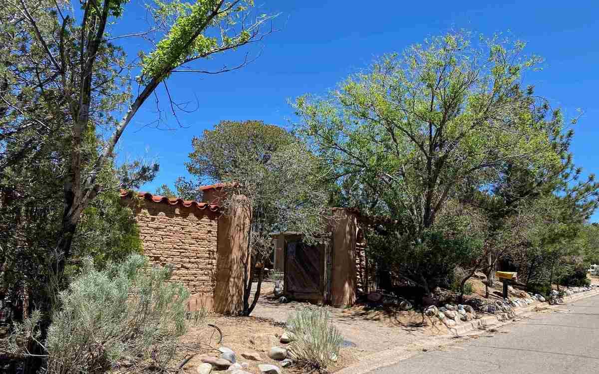$995,000 - 4Br/3Ba -  for Sale in Santa Fe
