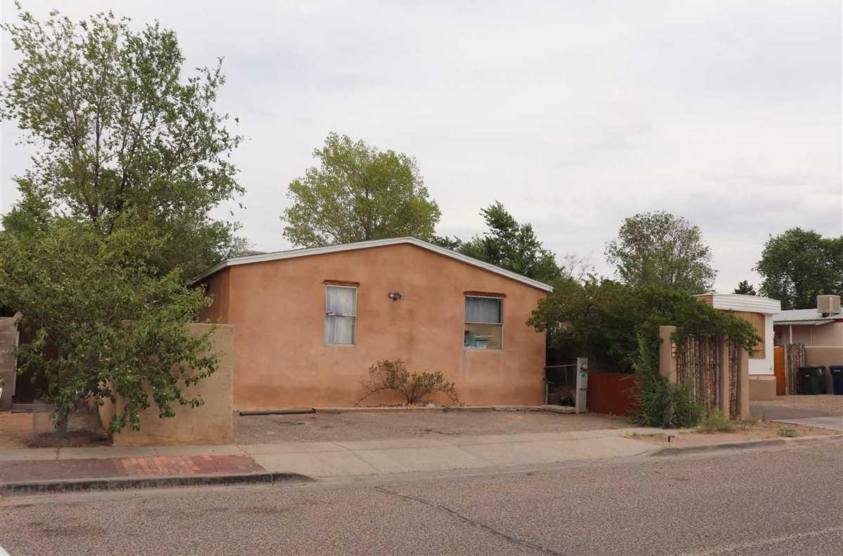 $199,000 - 4Br/2Ba -  for Sale in Santa Fe