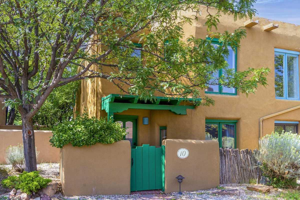 $555,000 - 2Br/2Ba -  for Sale in Las Brisas, Santa Fe