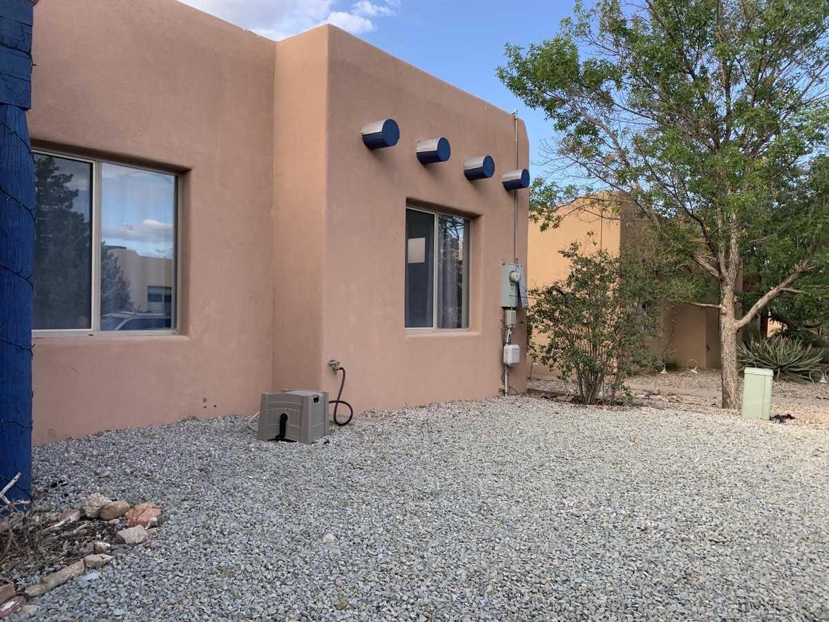 $340,000 - 3Br/2Ba -  for Sale in Los Milagros, Santa Fe