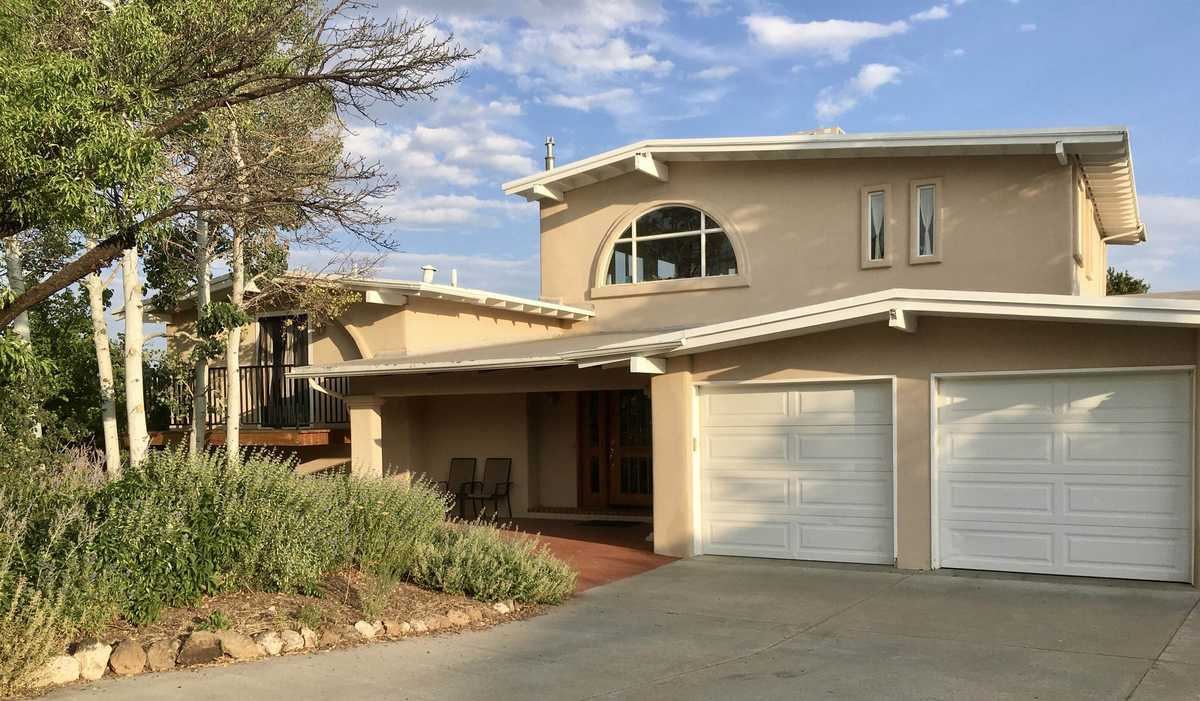 $875,000 - 5Br/4Ba -  for Sale in White Rock