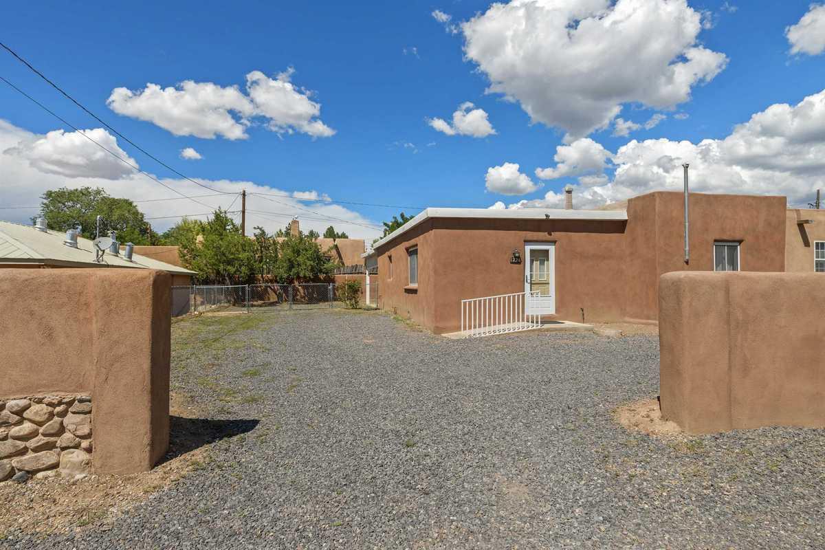 $650,000 - 3Br/2Ba -  for Sale in Santa Fe