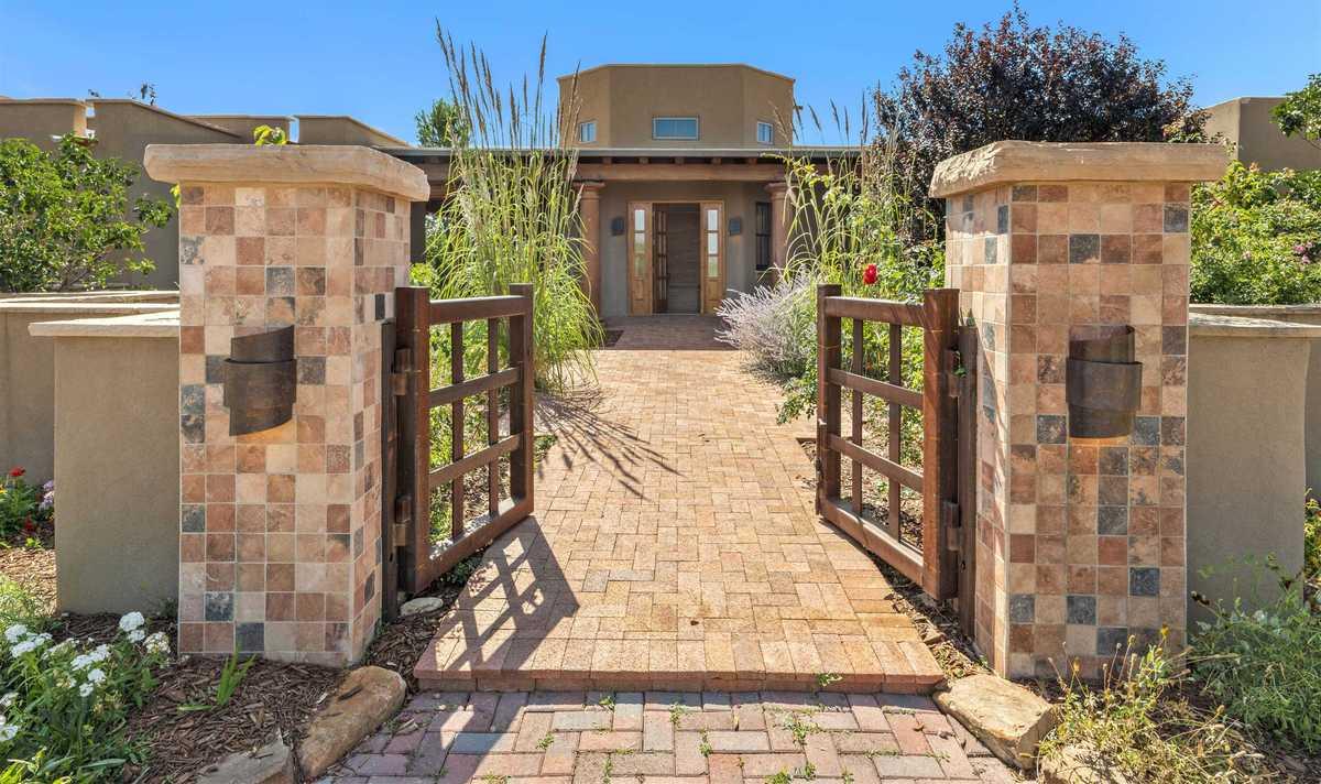 $1,350,000 - 3Br/5Ba -  for Sale in Santa Fe